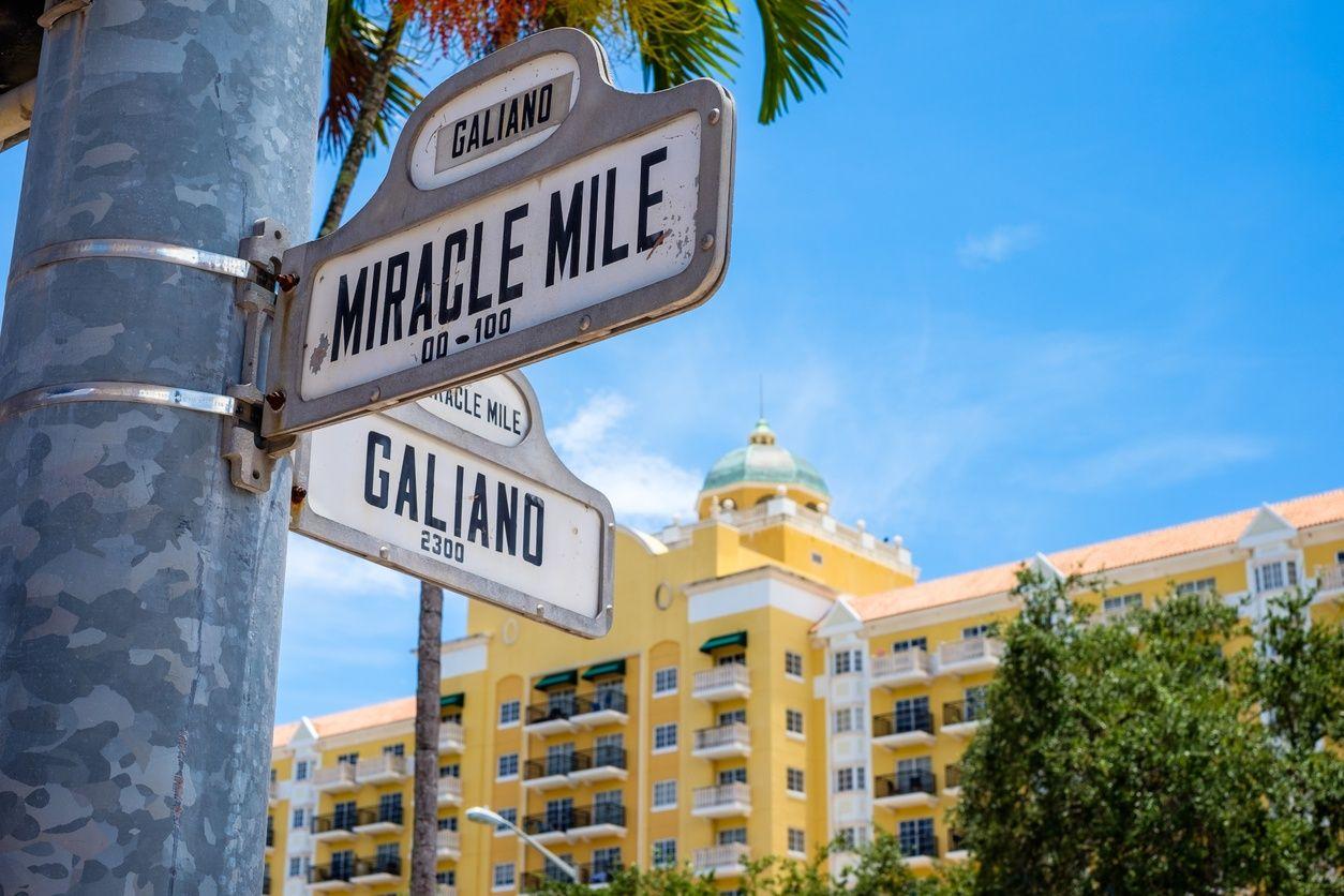 Miracle マイアミ、コーラルゲーブルズのマイルストリートサイン